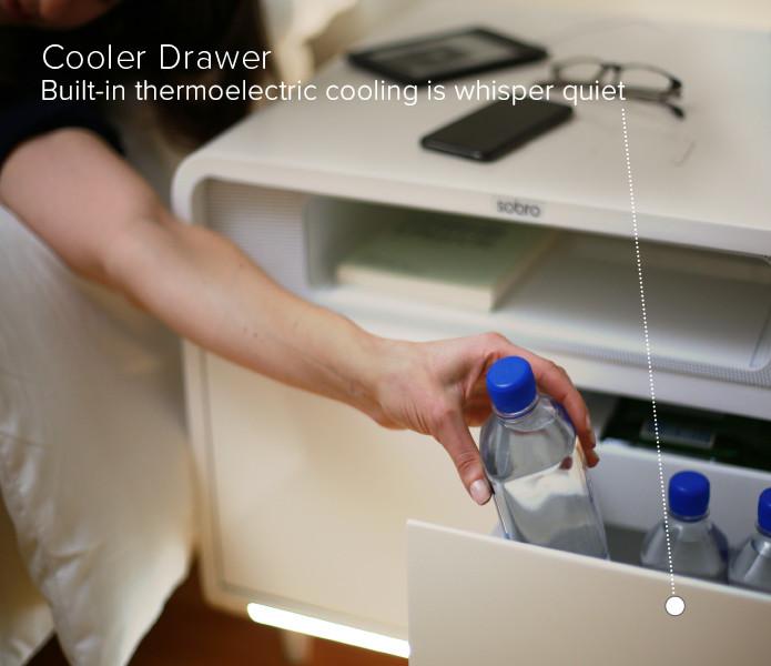 """ベッドサイドにあると便利な""""冷蔵庫""""機能"""