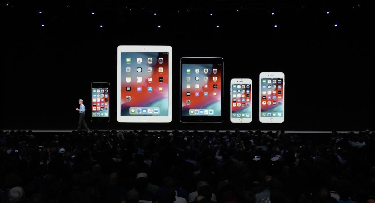 """この『iOS 12』は、『iOS 11』が利用できる機種なら""""全てアップデート可能""""とのことです。"""