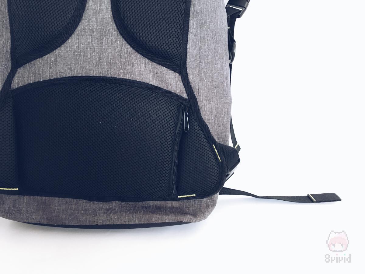 背面ポケットは長財布が入るサイズ。