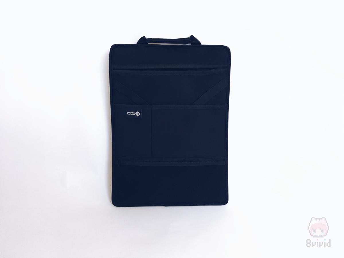 内部のポケットは取り外し可能。