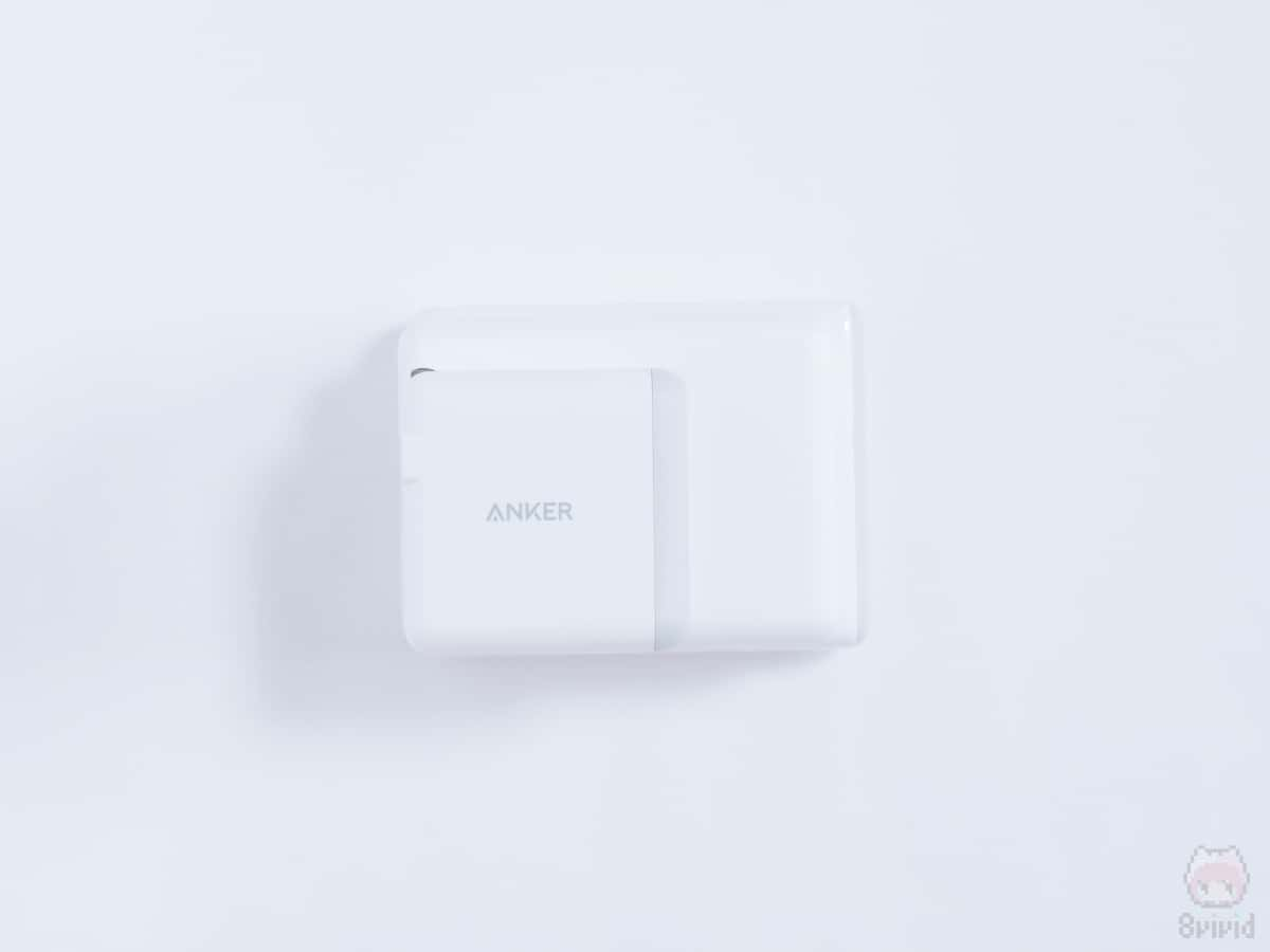 Ankerの充電器3つを重ねた面積比較。