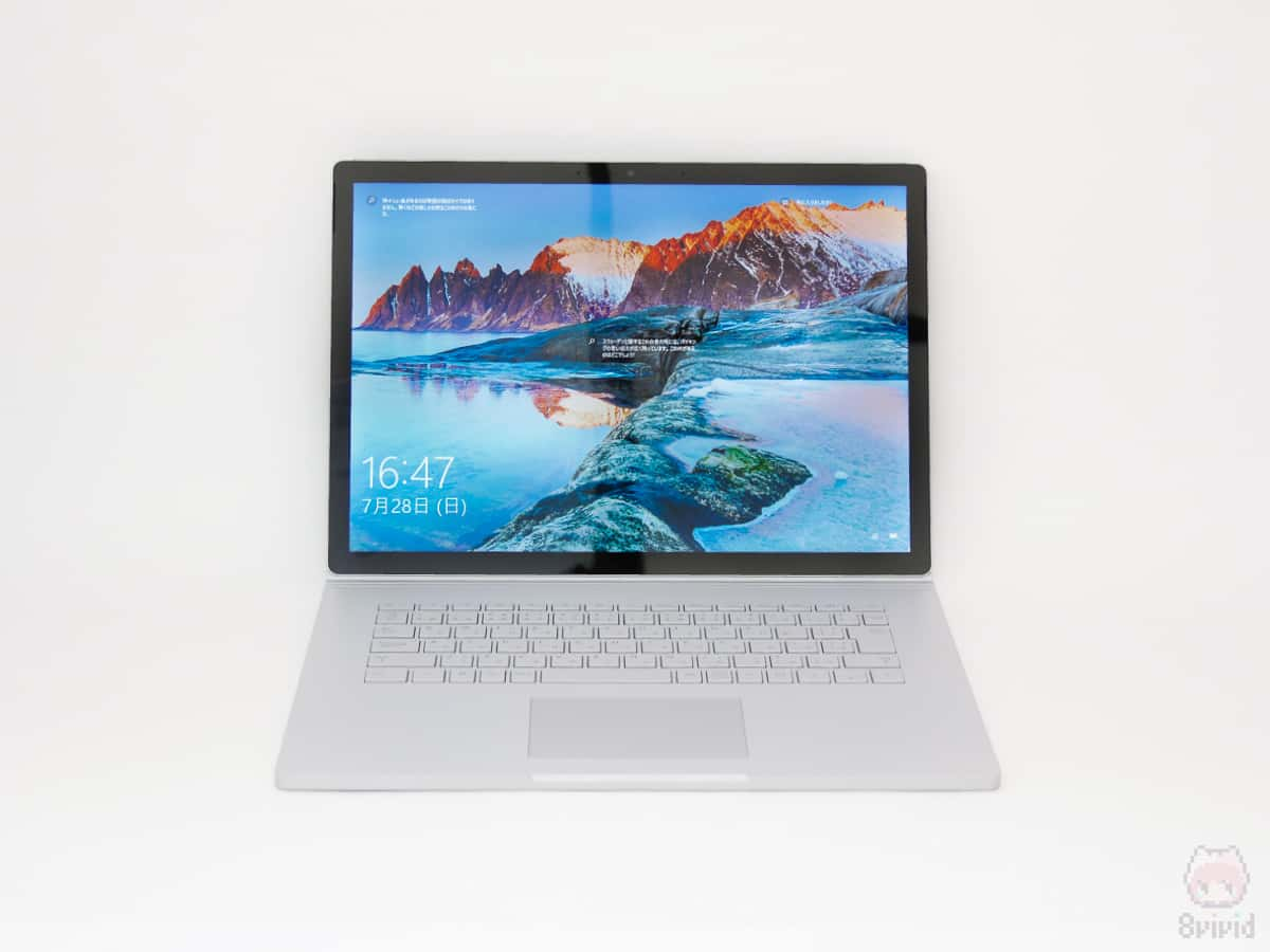 Surface Book 2 15インチの前面。