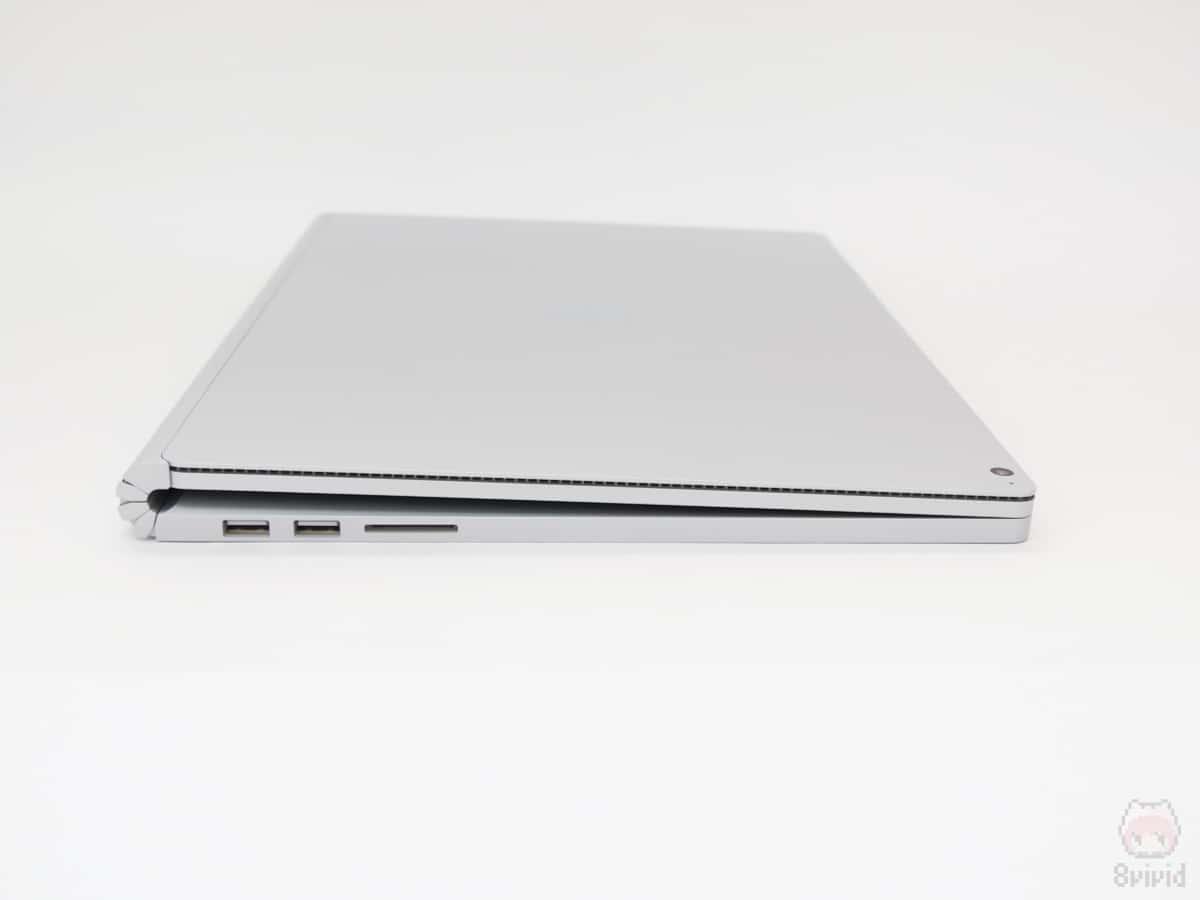 Surface Book 2 15インチの左側面。