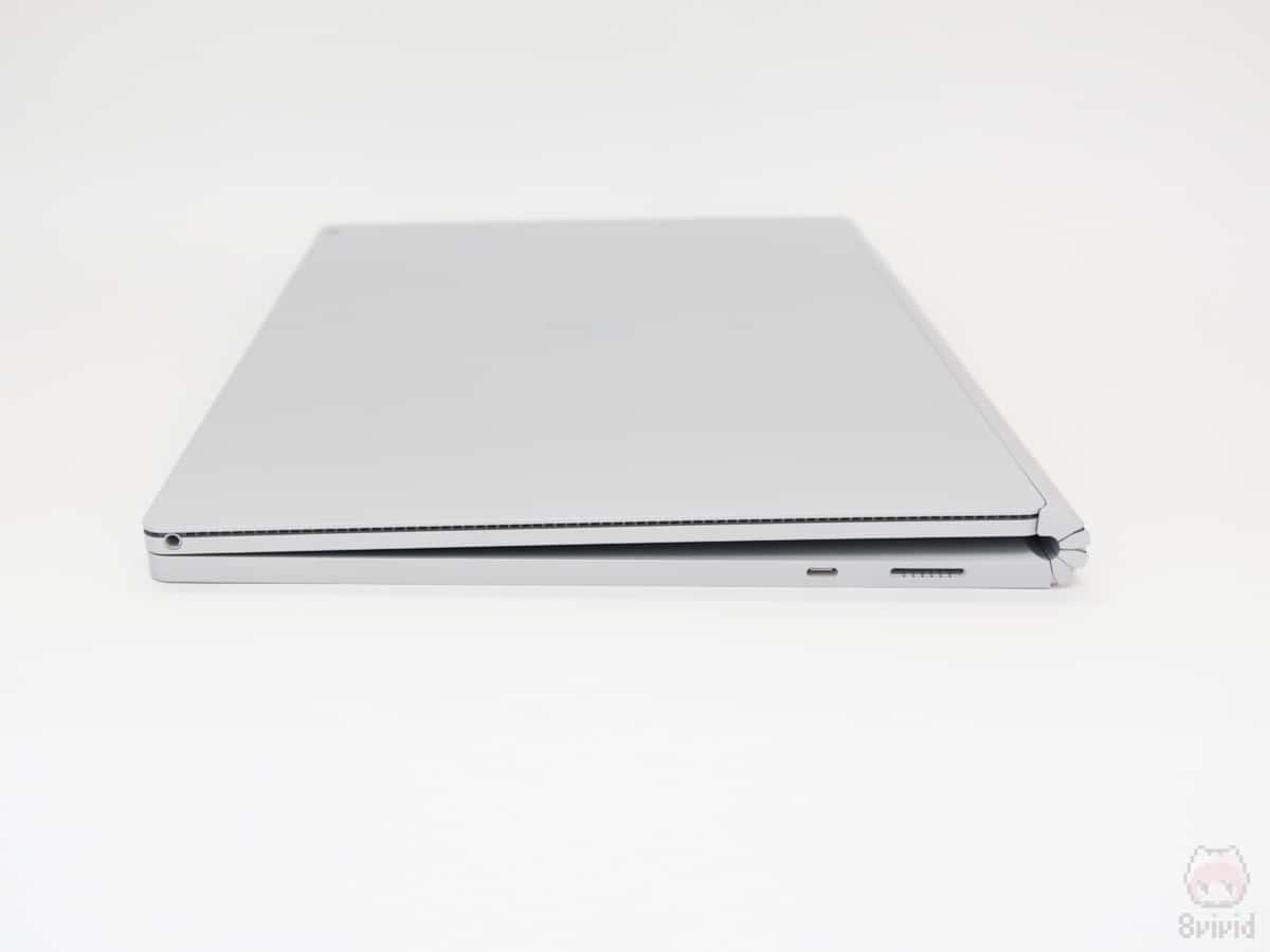 Surface Book 2 15インチの右側面。