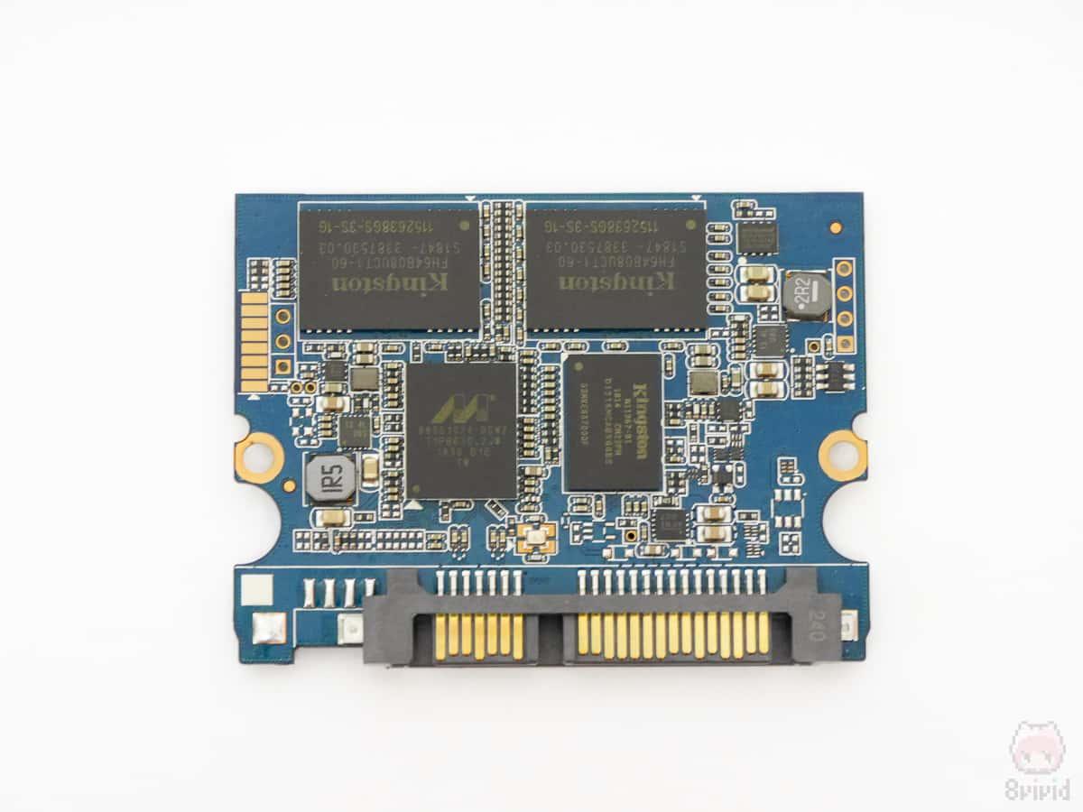 SSD筐体の半分も満たないコンポーネント。