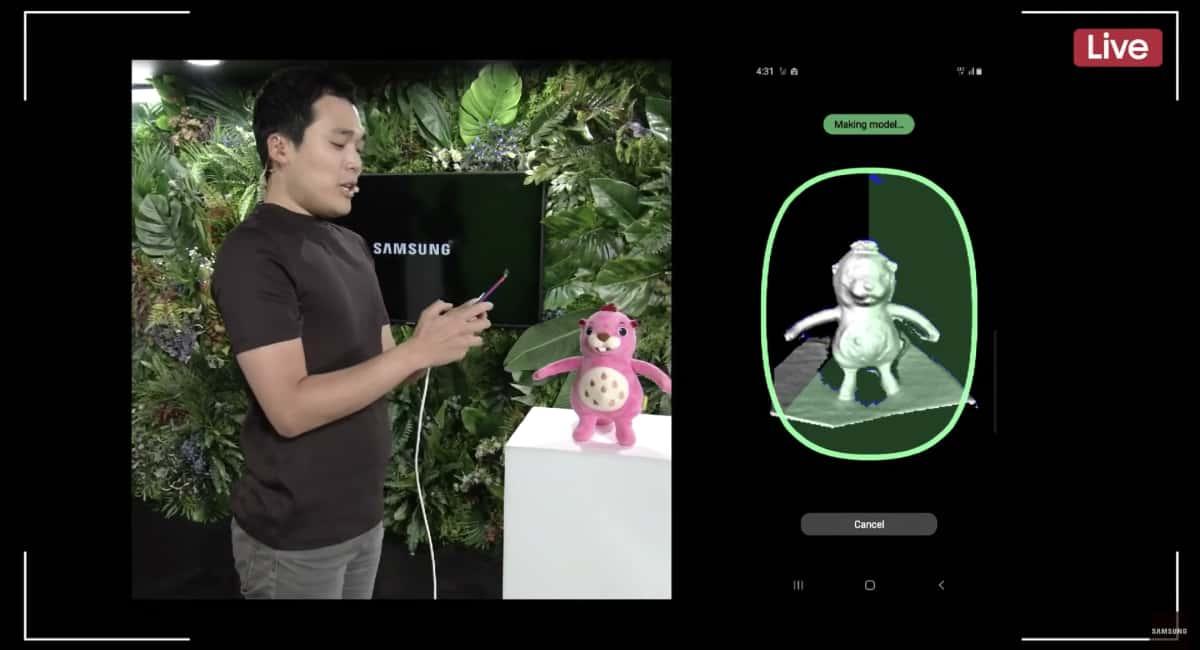 深度センサーで人形を3Dスキャニング。