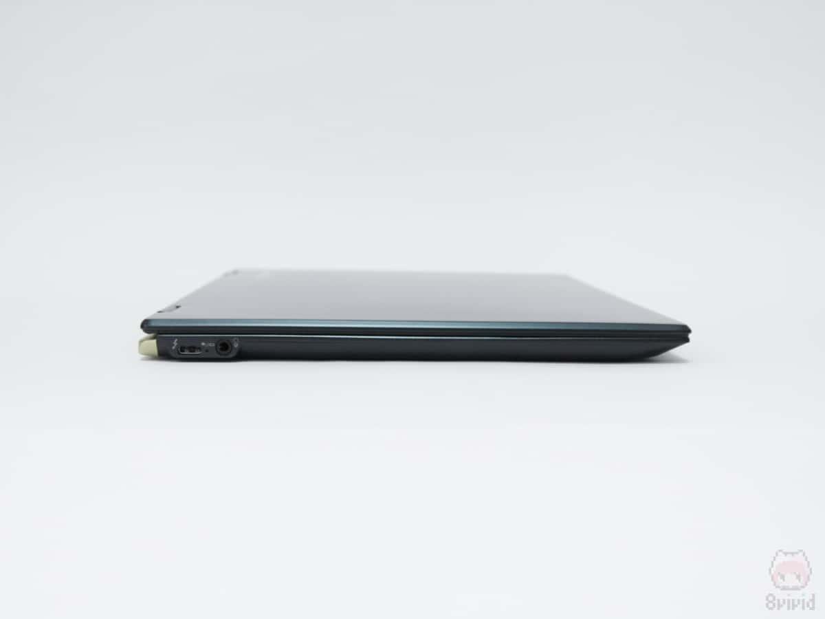 dynabook V72の左側面。