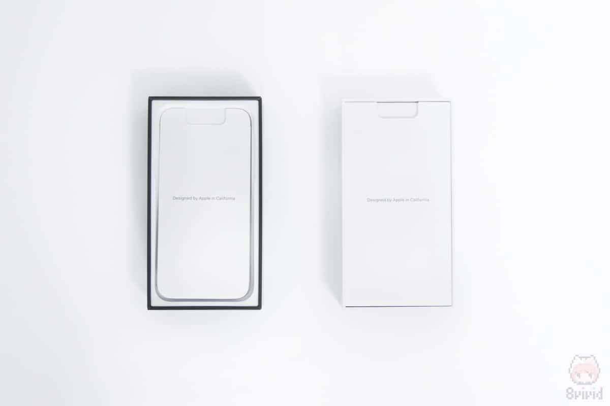 左:iPhone 11 Pro内箱 右:iPhone XS内箱