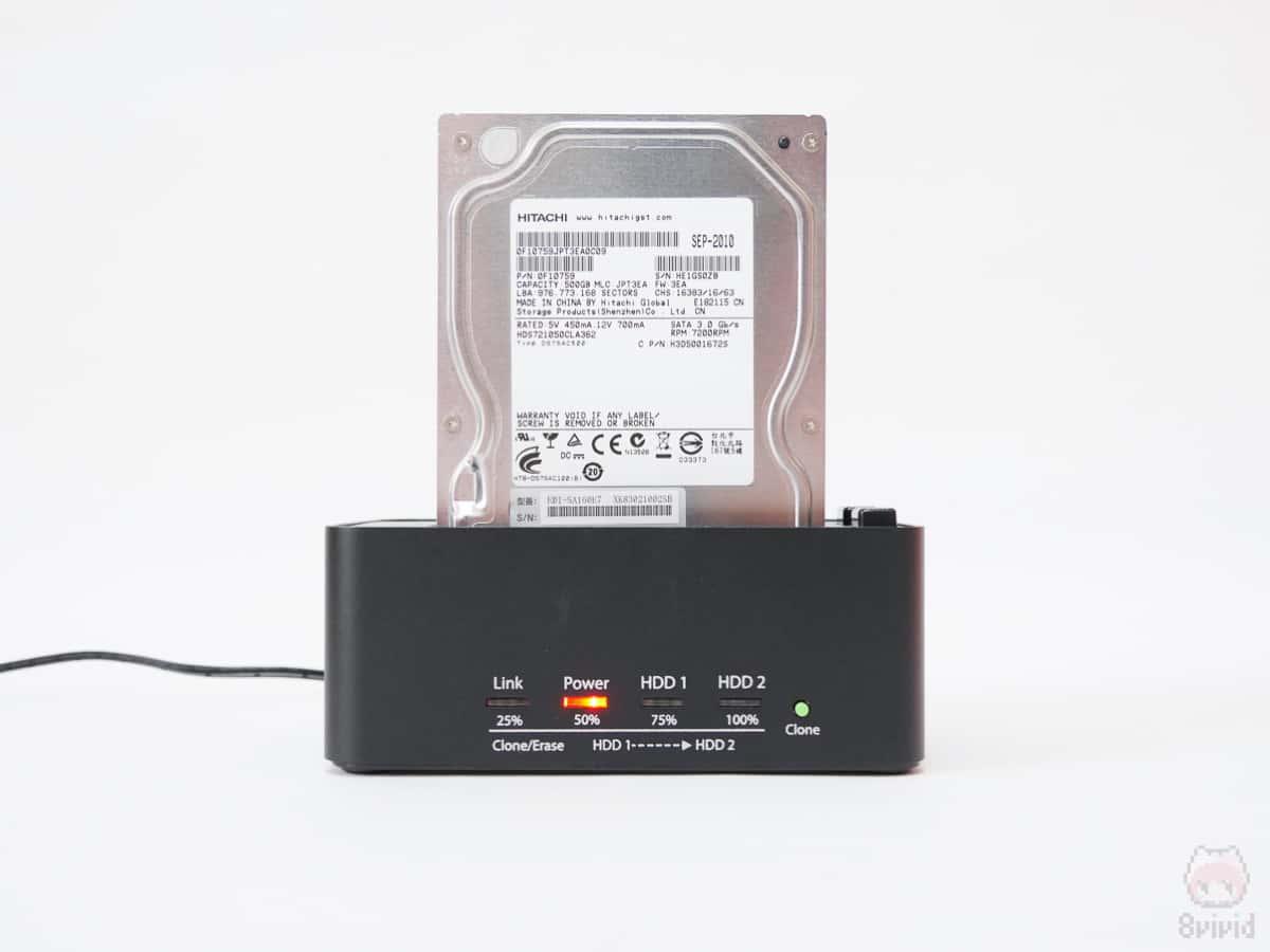 HDDクローンスタンドにHDDをセット。