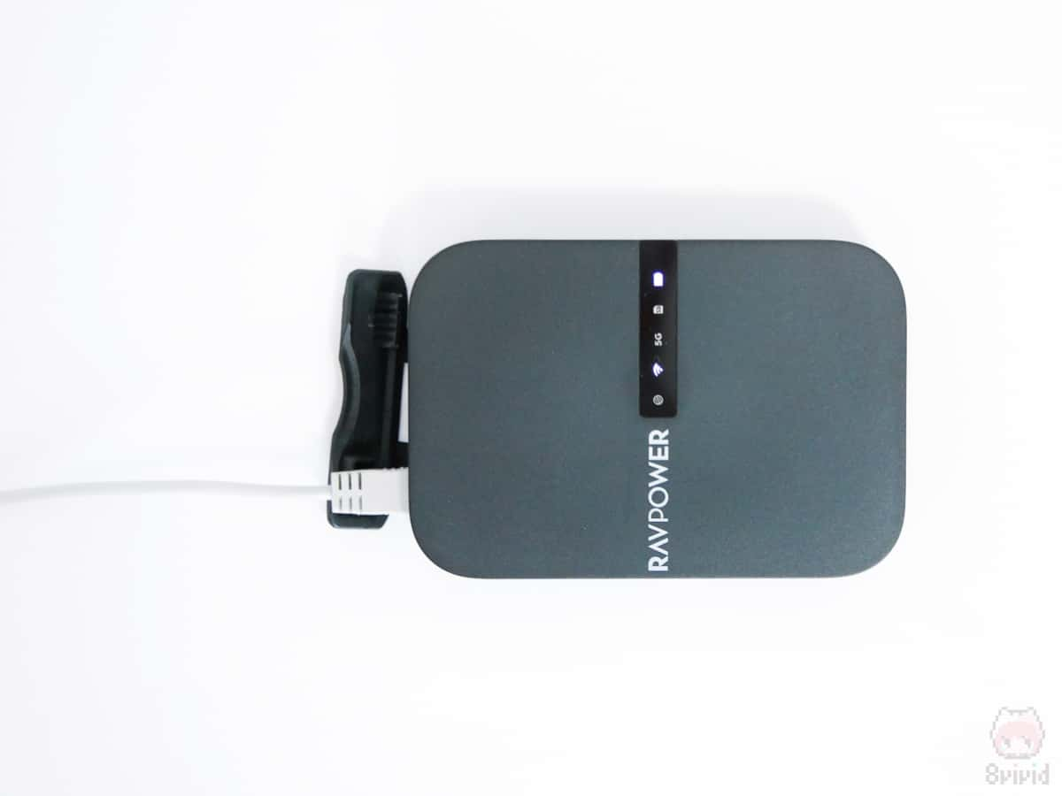 LANケーブルを挿せば、ポータブルWi-Fiルーターに変身。