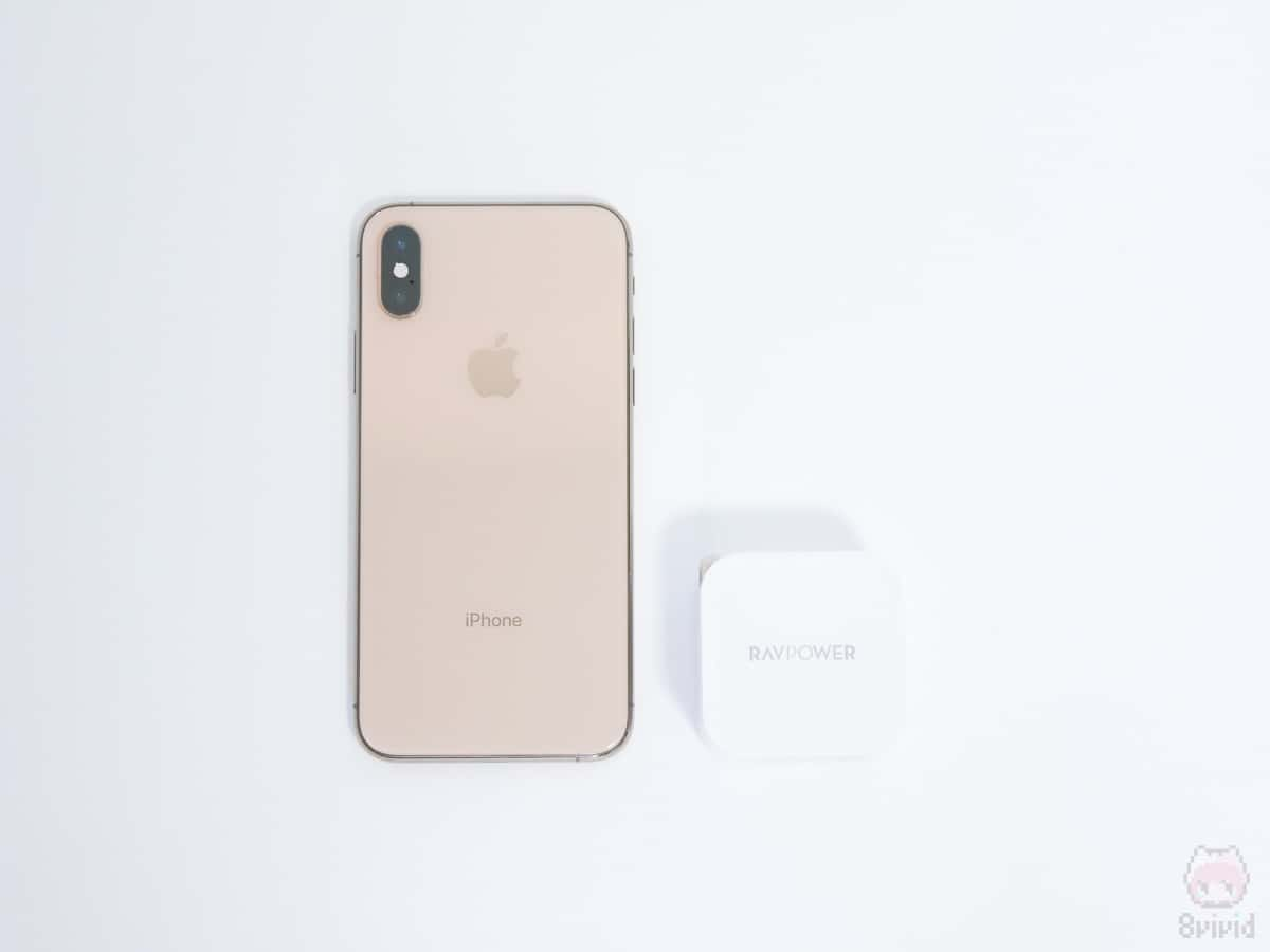 iPhone XSと比べてもコンパクト。