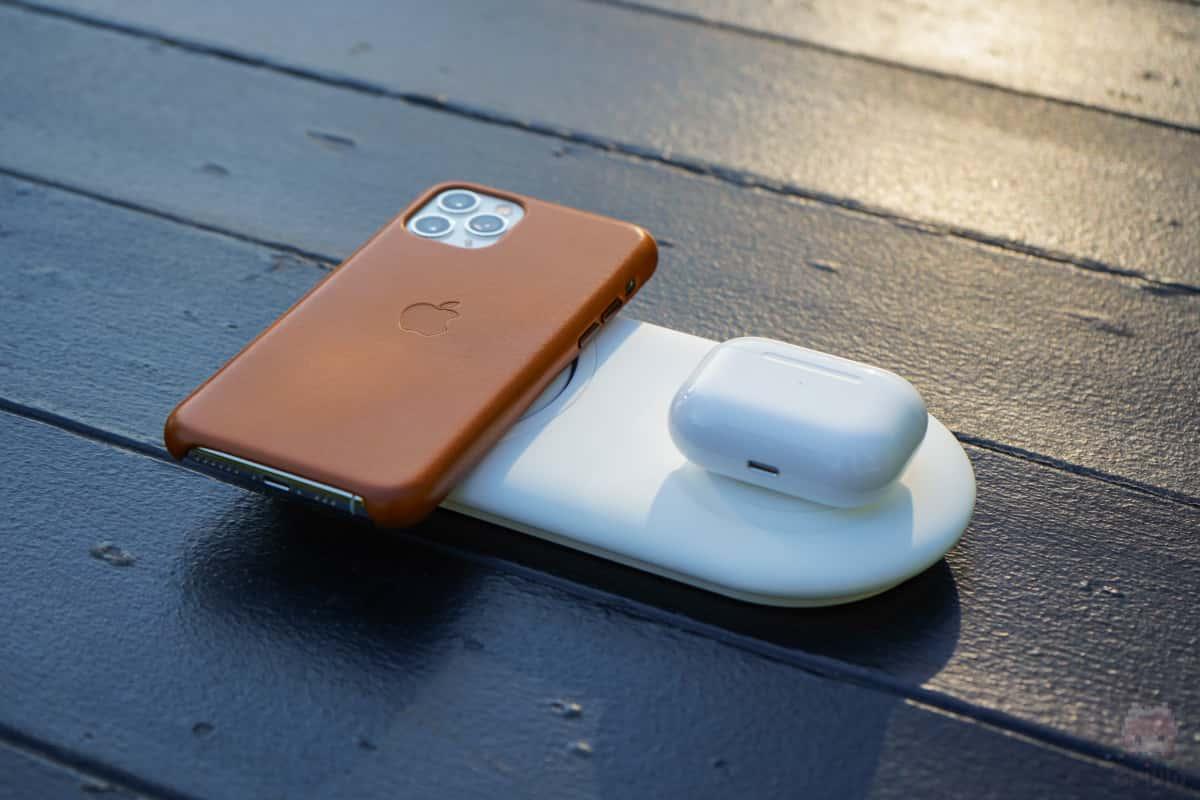 Wireless Charger Duo PadならiPhone 11 Proと同時充電可能。