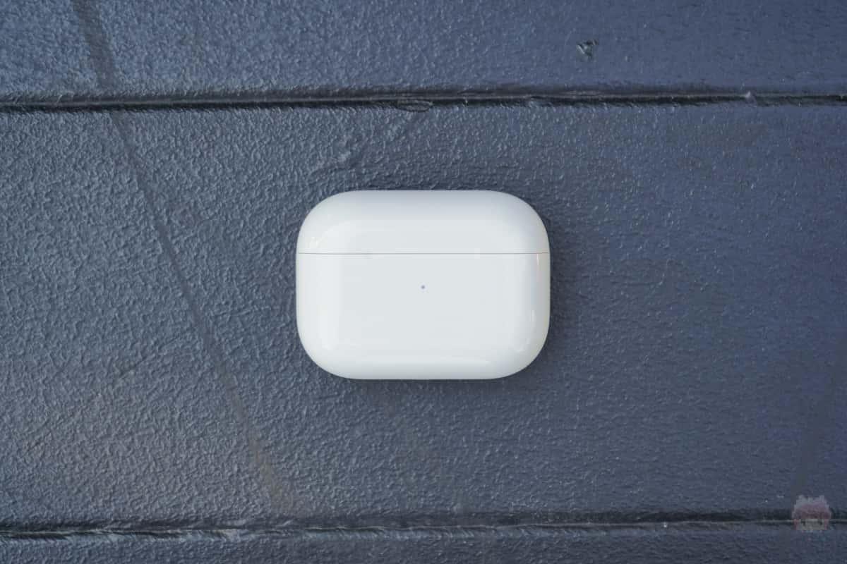 AirPods Pro充電ケース表面。