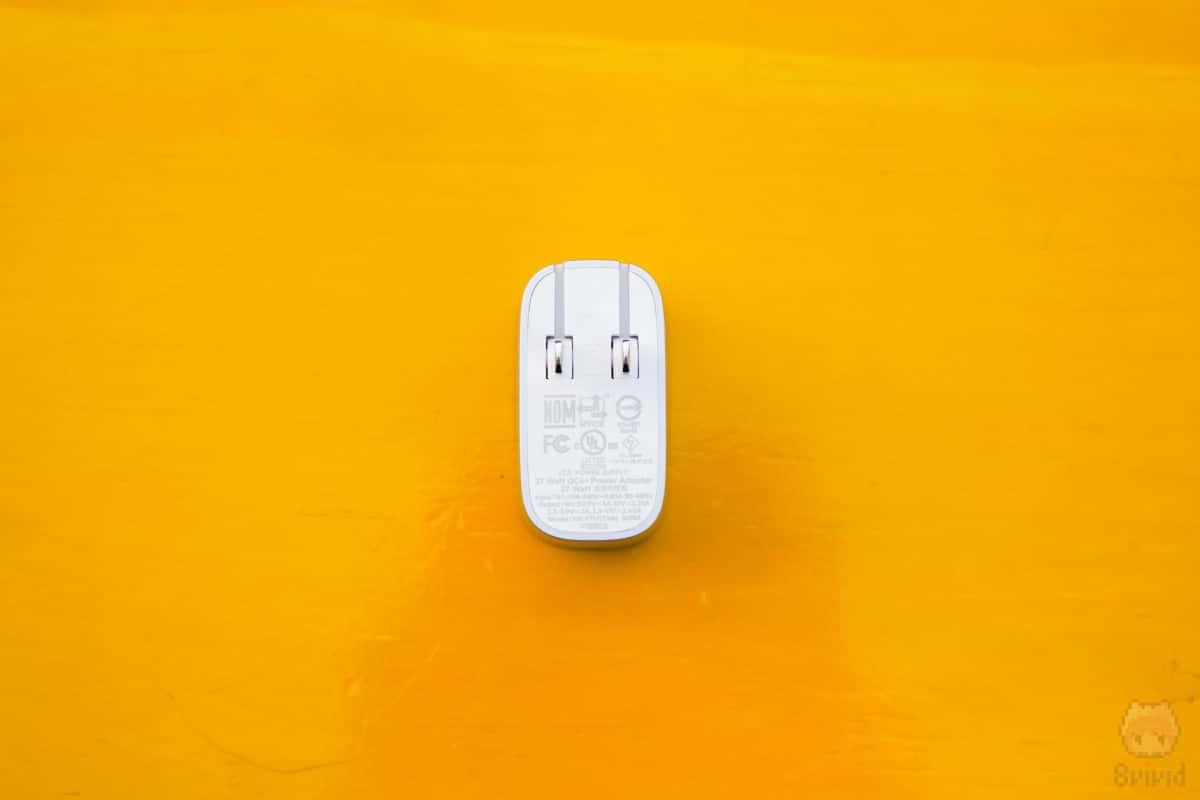 BOOST↑CHARGE USB充電器(F7U074dq04-SLV)本体後面。