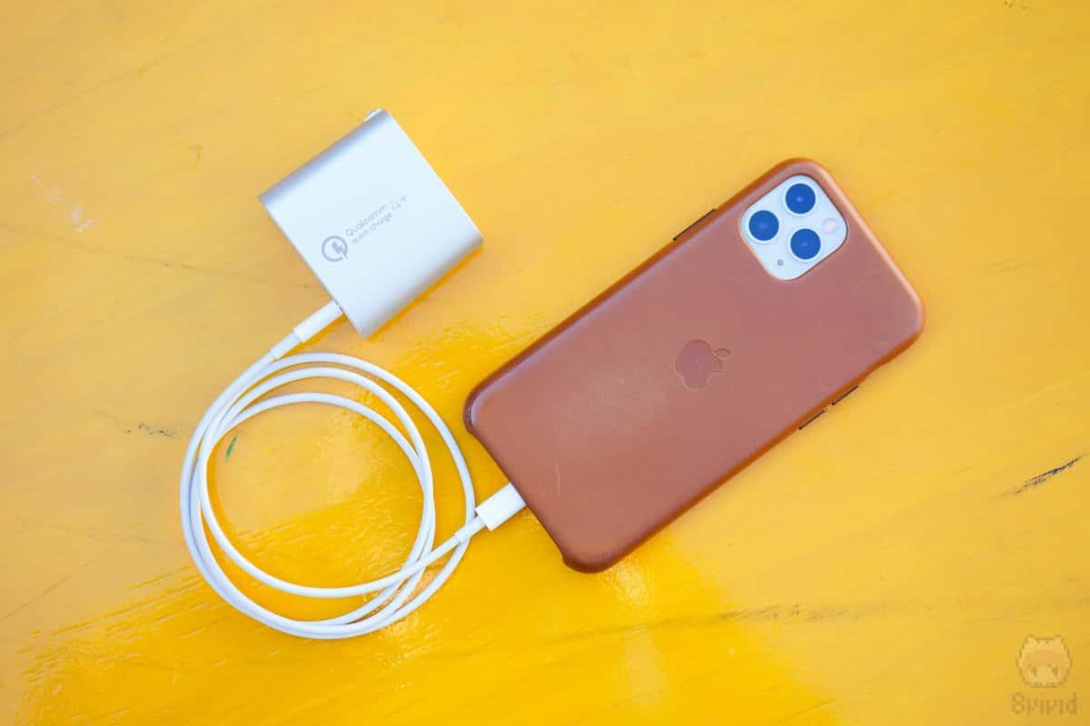 QC4+はUSB PDとして使えるので、QC非対応のiPhone 11 Proでも急速充電可能。
