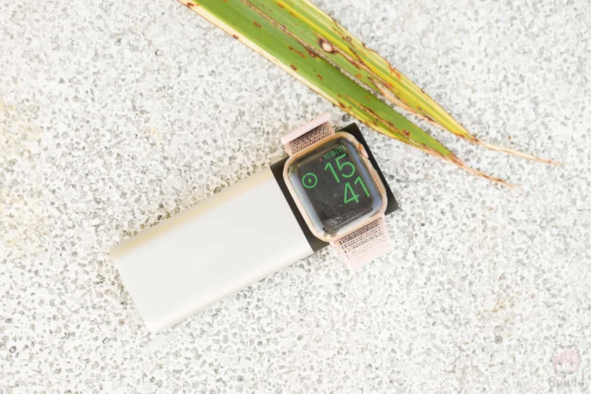 独自ワイヤレス充電規格のApple Watchの充電対応。