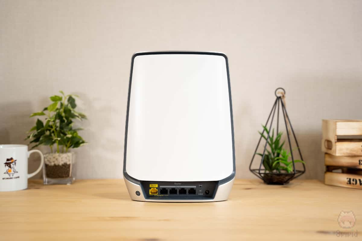 Orbi WiFi 6(RBR850)後面。