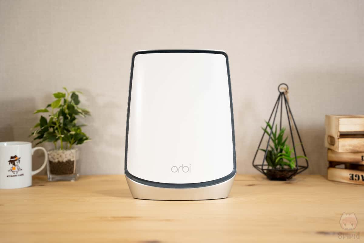 Orbi WiFi 6(RBS850)前面。