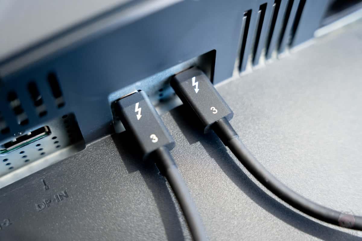 PD3220UではThunderbolt 3にデイジーチェーンに対応。
