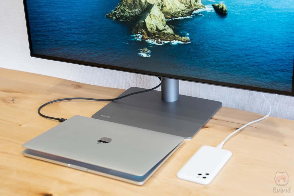 PD3220UがMacBook Proのドッキングステーションへ早変わり。