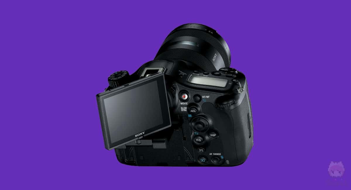 Sony『α99 II』のバリアングルとチルト複合型。