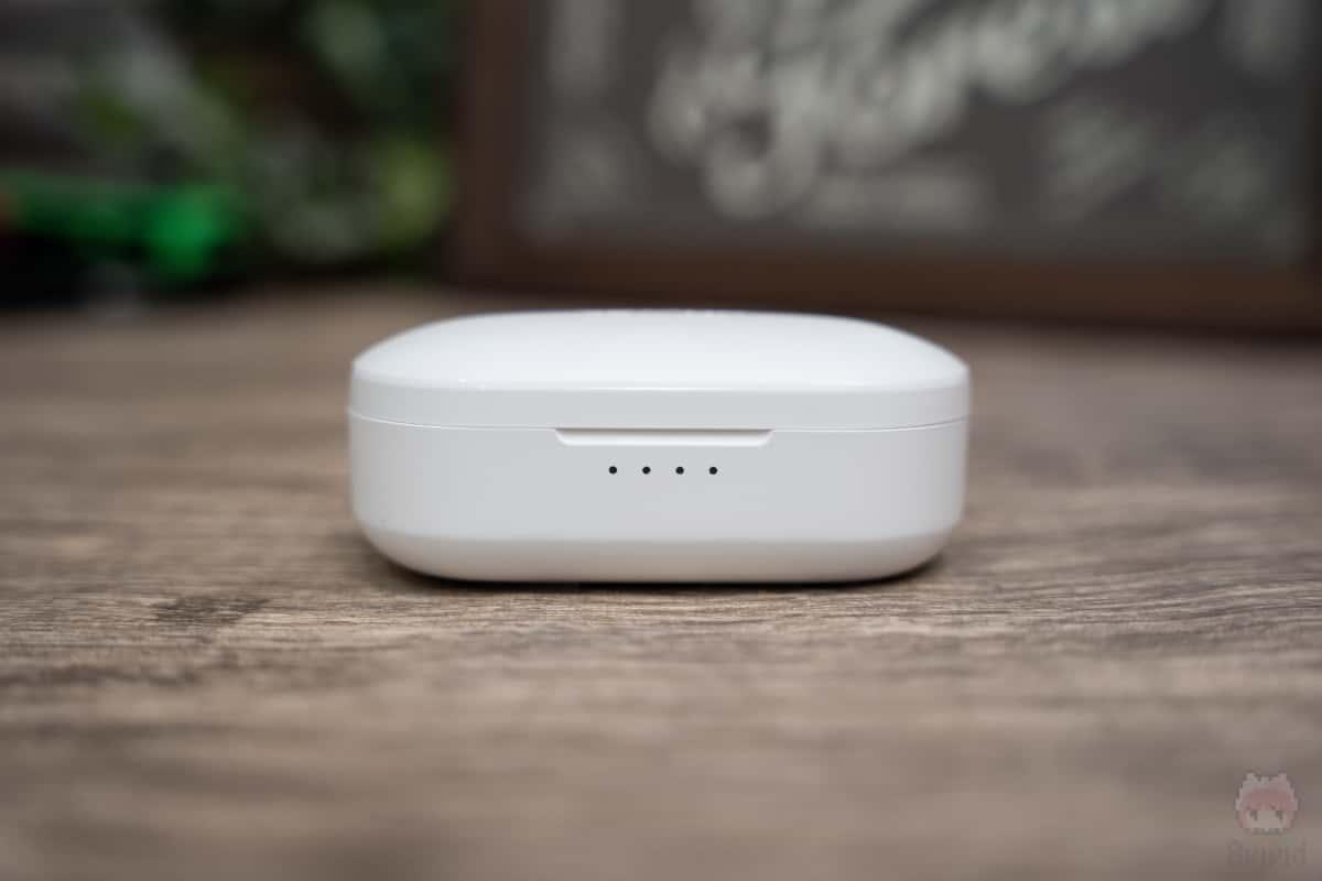 EarFun Free充電ケース前面。