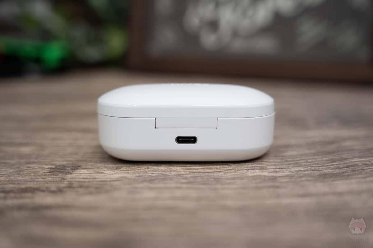 EarFun Free充電ケース後面。