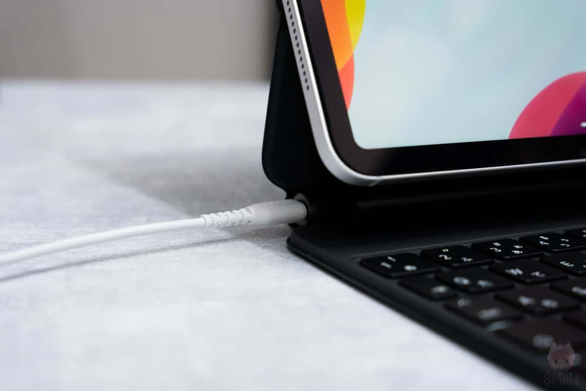 Magic Keyboard側でiPad Proへの充電が可能。