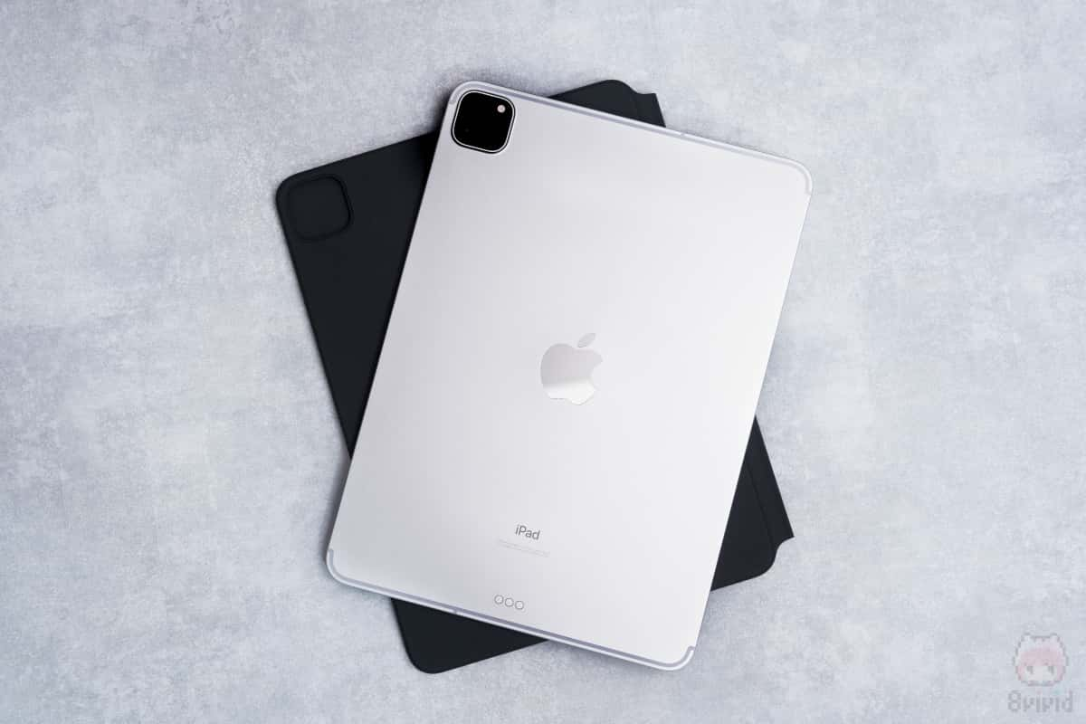 タブレットとして使う場合は、iPadを外す必要あり。