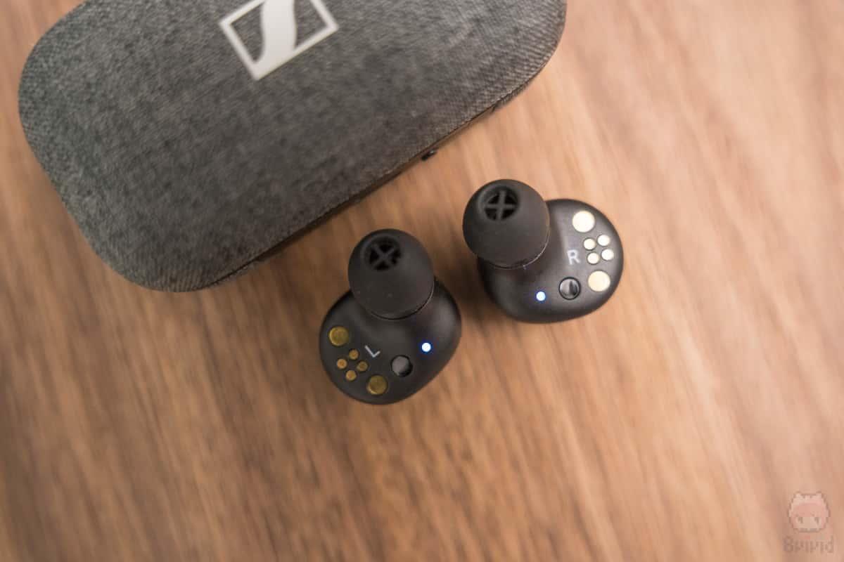 近接センサー搭載で、着脱に連動してオーディオコントロール可能。