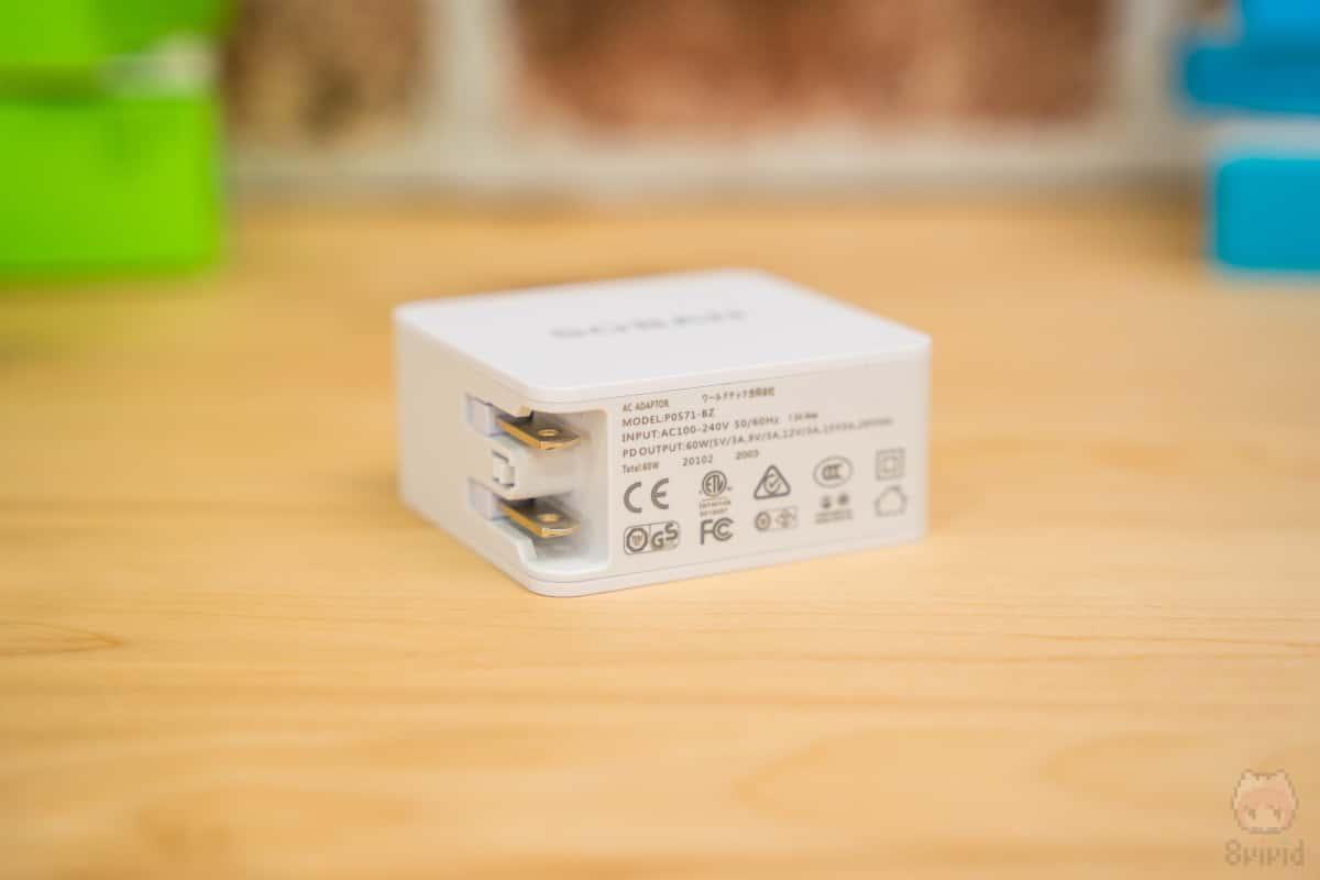 付属のUSB PD充電器は60W出力対応。