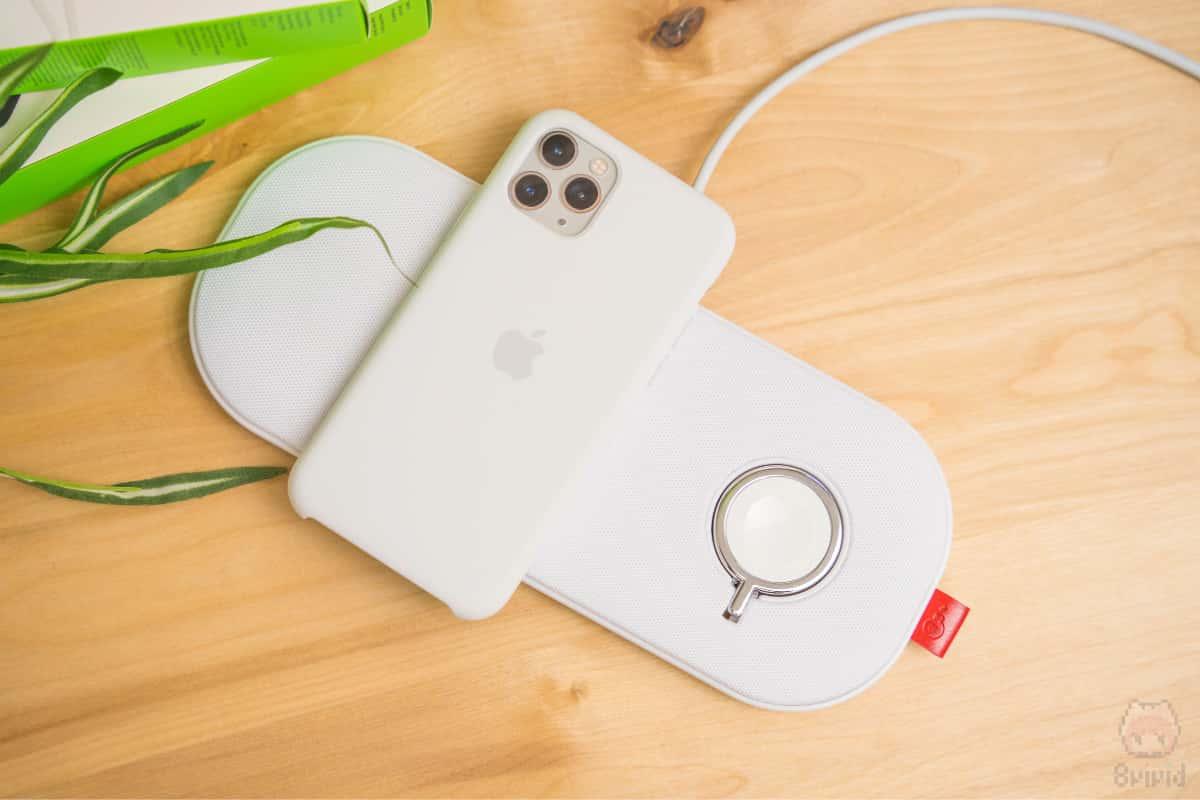 iPhoneならワイヤレスでも急速充電できる。