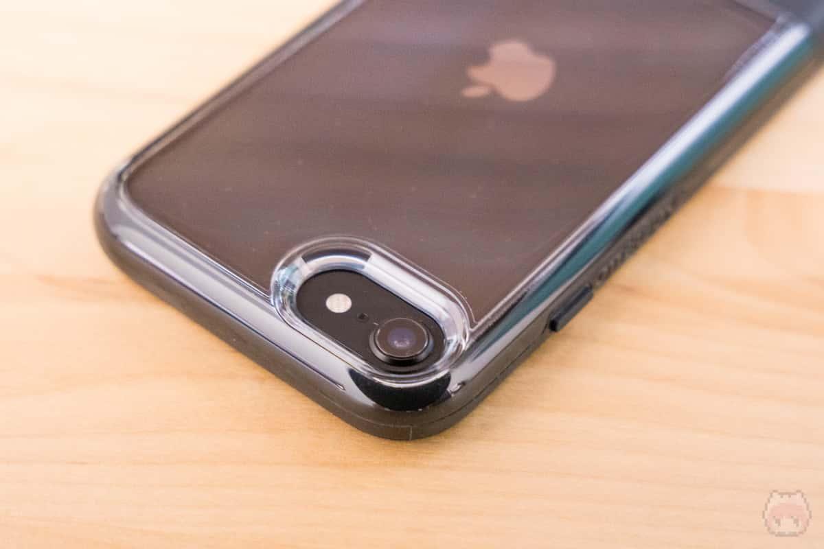 端子やボタン、カメラ周りもバッチリ。
