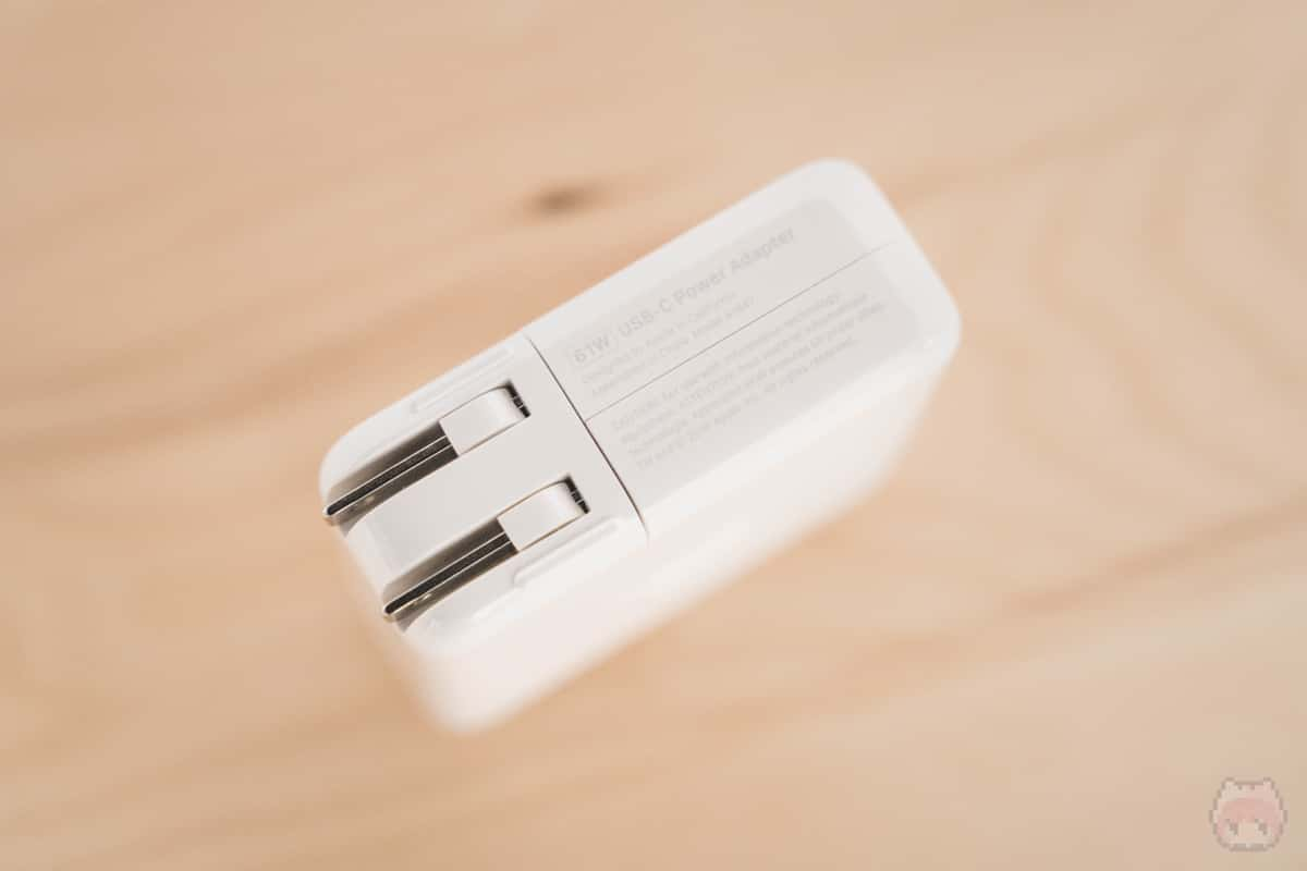 付属のUSB PD充電器は61W出力。