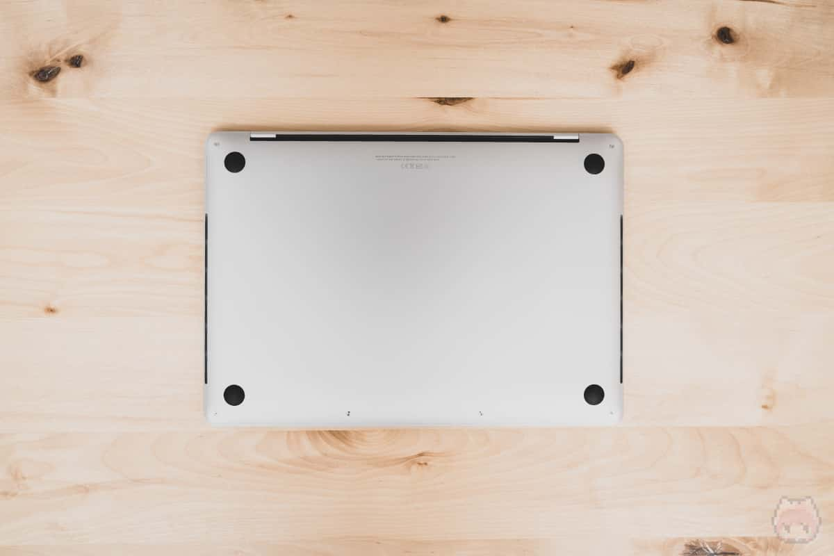 MacBook Pro 13インチ(2020)下面。