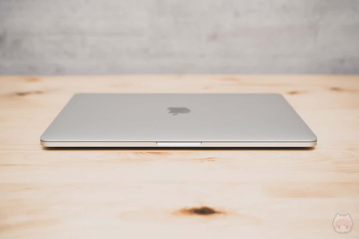 MacBook Pro 13インチ(2020)前面。
