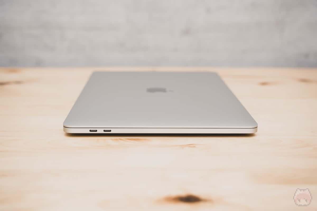 MacBook Pro 13インチ(2020)左面。