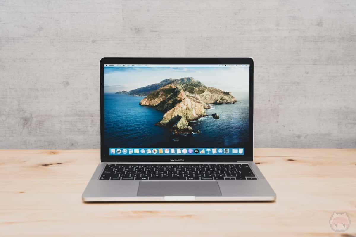 MacBook Pro 13インチ(2020)開いた状態。