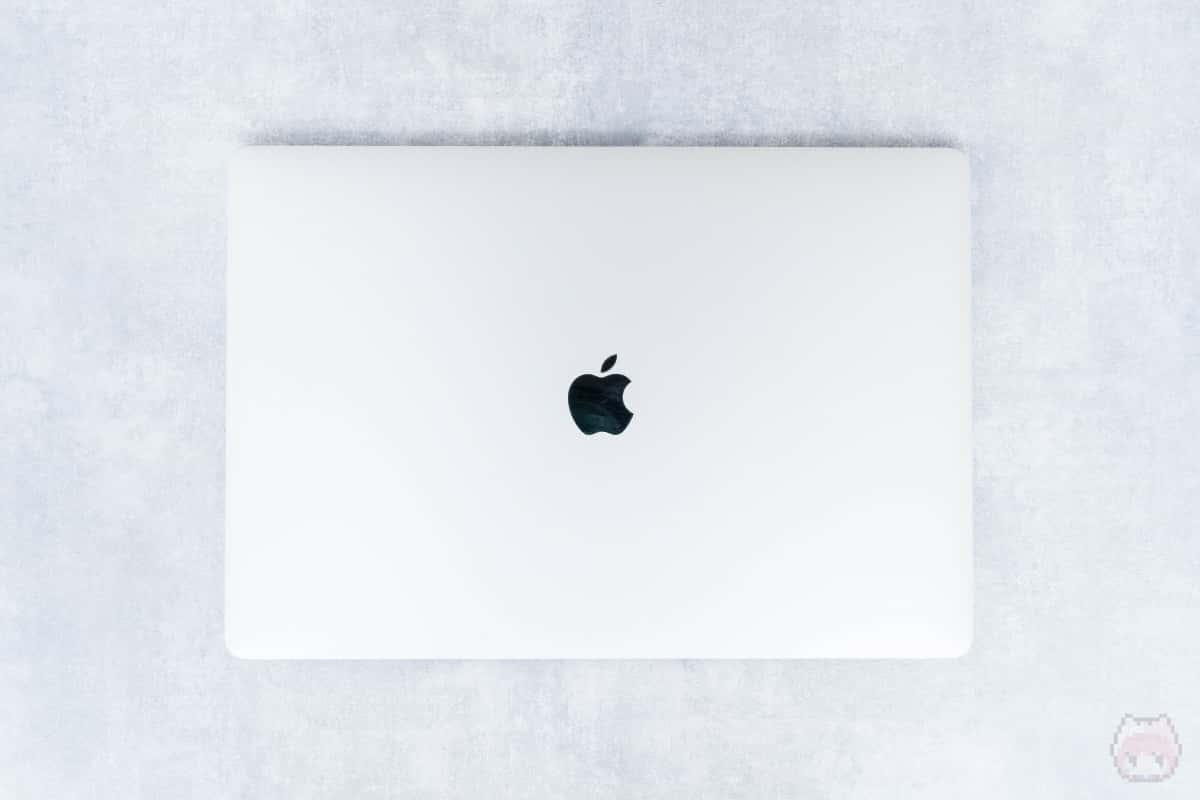 MacBook Pro 16インチ(2019)上面。