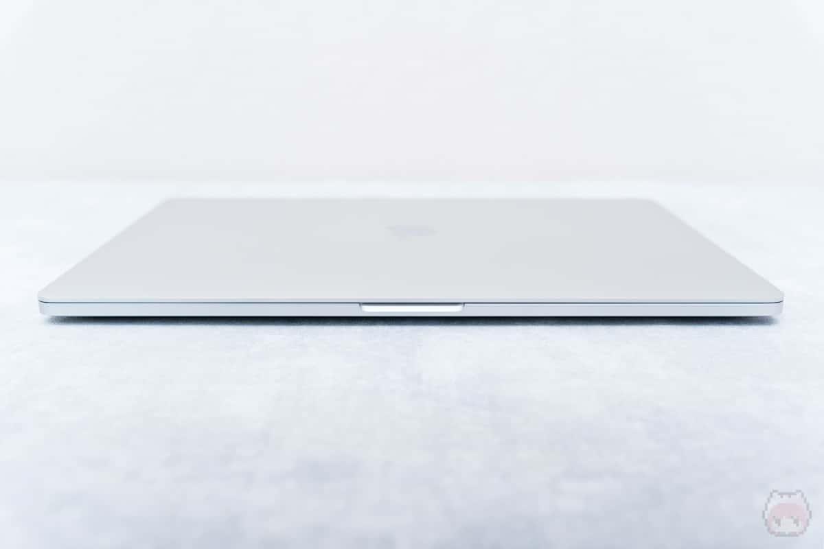 MacBook Pro 16インチ(2019)前面。