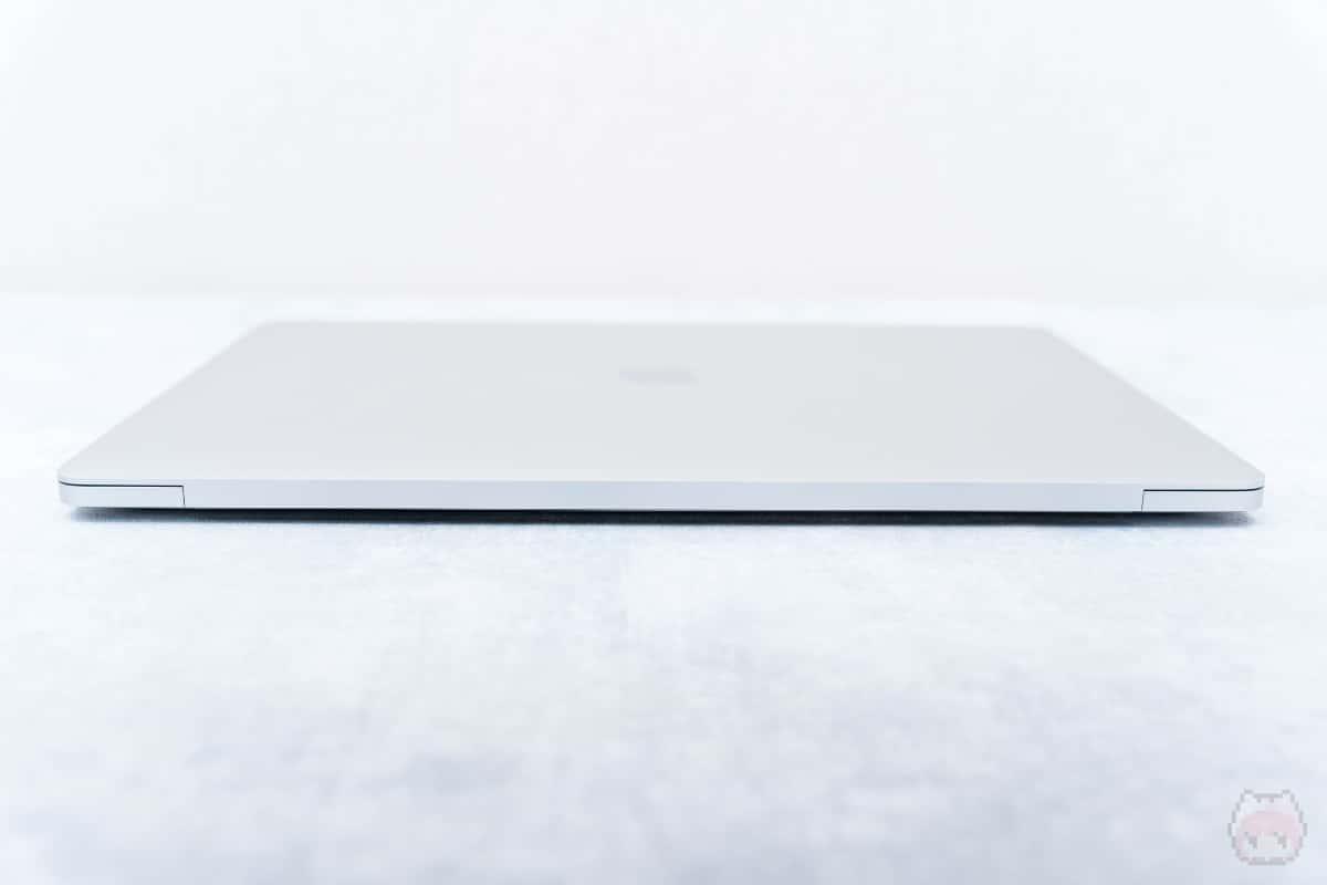 MacBook Pro 16インチ(2019)後面。