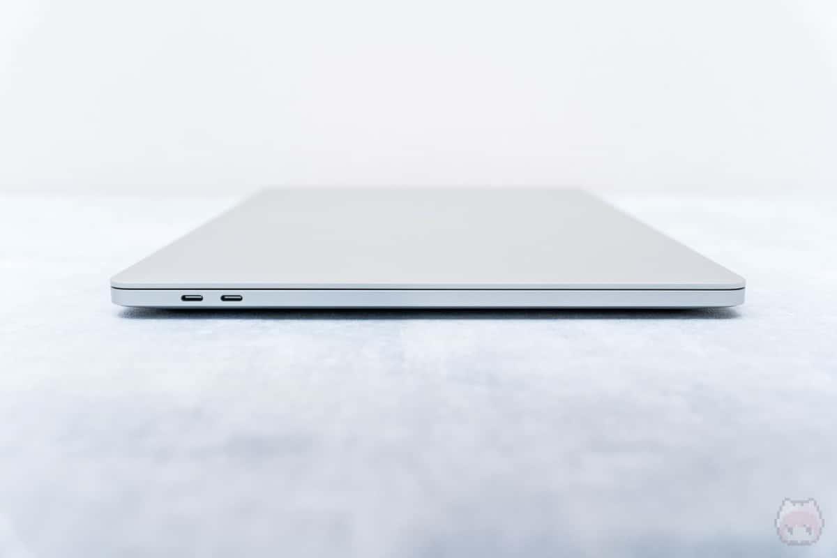 MacBook Pro 16インチ(2019)左側面。