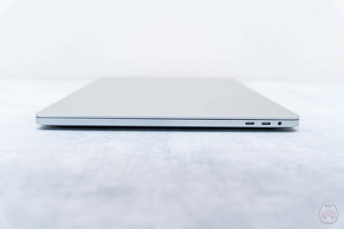 MacBook Pro 16インチ(2019)右側面。