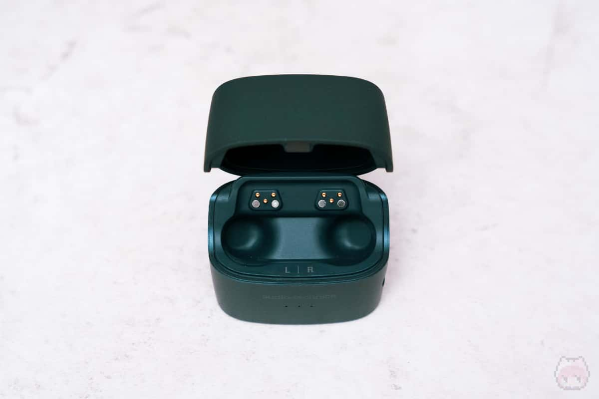 ATH-ANC300TW充電ケース内面。