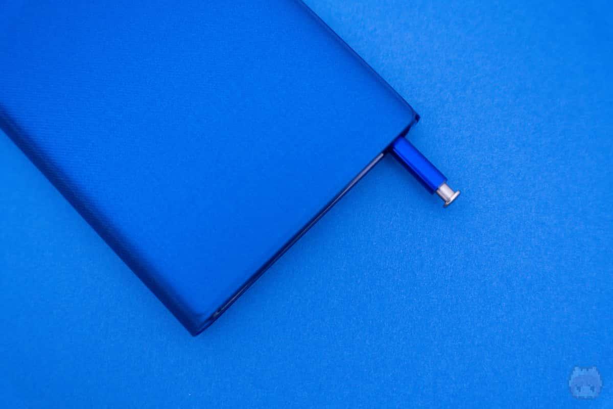 切り欠けは広めなので、S Penは取り出しやすい。