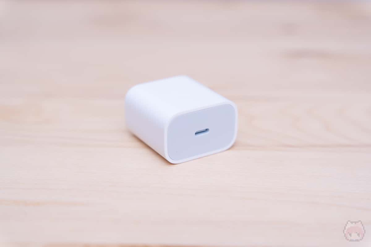 USB PD充電器は18Wのものが付属。