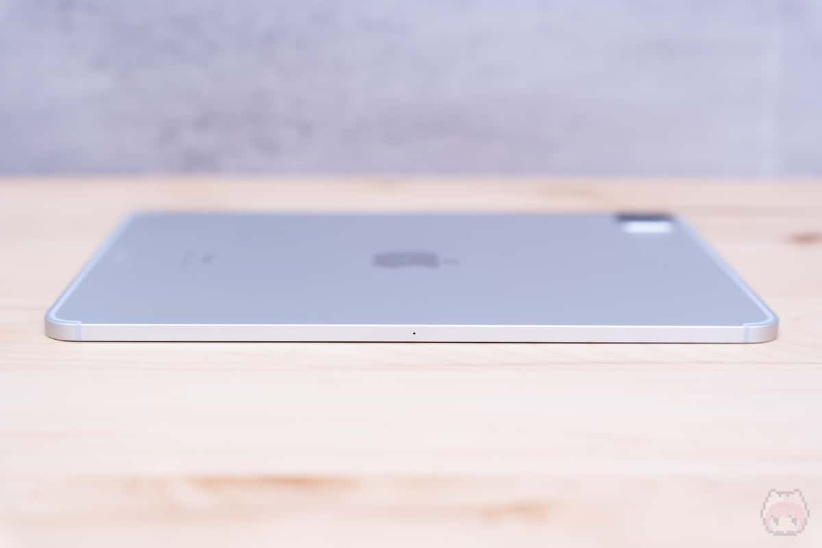 iPad Pro 11インチ(2020)左側面。