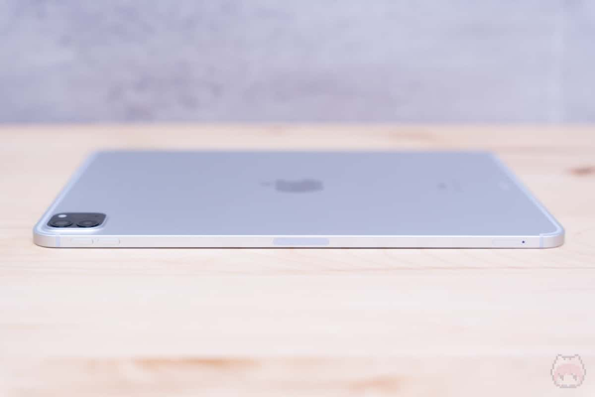 iPad Pro 11インチ(2020)右側面。