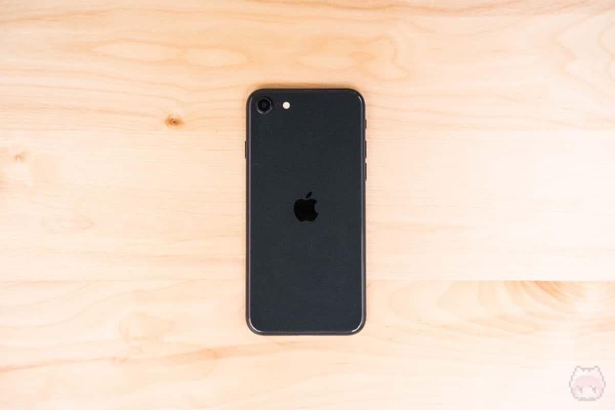 iPhone SE(第2世代)裏面。