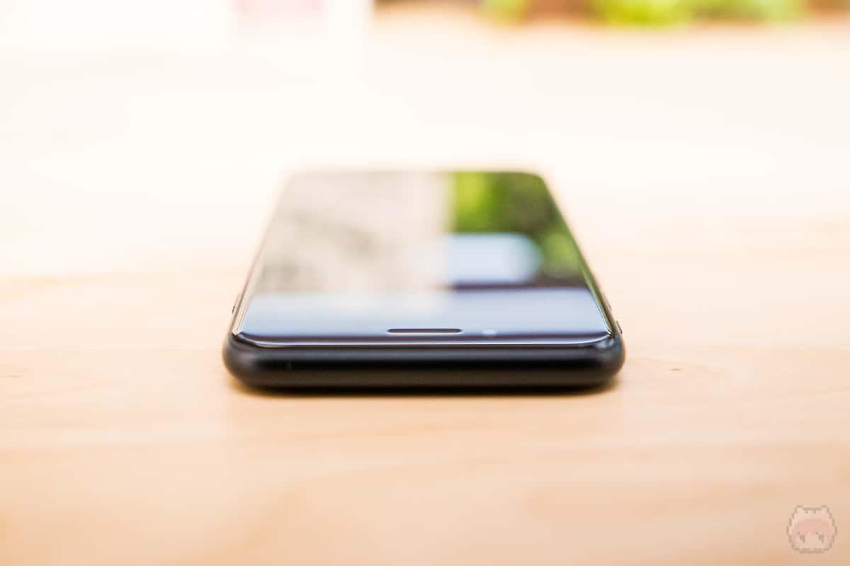 iPhone SE(第2世代)上側面。